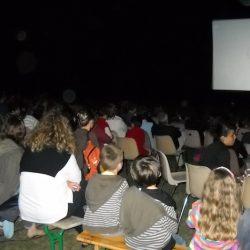 Le cinéma en plein-air: une première réussie à Saint-Jean-d'Illac
